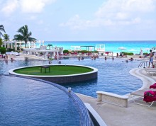 Sandos Cancun pool